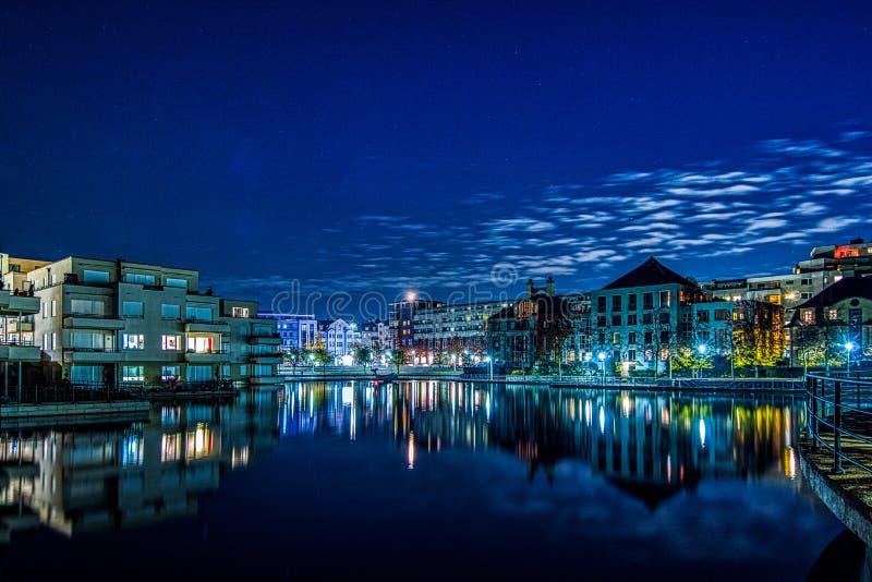 Nightshot av den Humboldt hamnen i Berlin Tegel arkivfoto