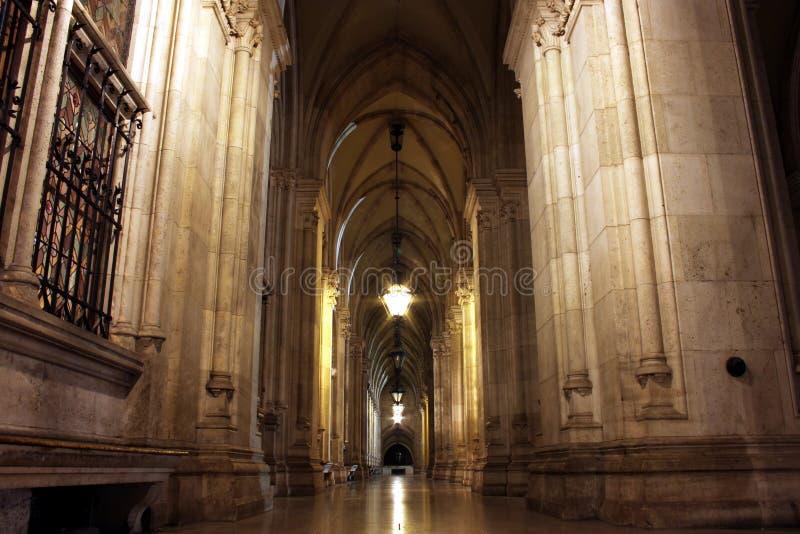 Nightshot de la arcada en Viena Townhall fotos de archivo libres de regalías