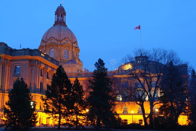 Nightshot legislativo do edifício fotografia de stock