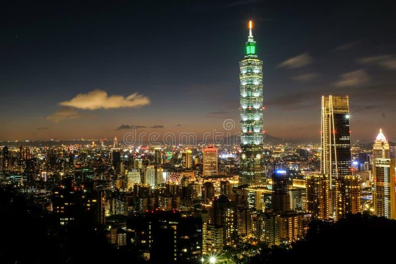 Nightshot von Taipeh 101 stockfotos