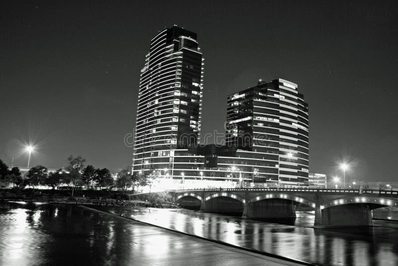 Nighttime в Гранд-Рапидсе Мичигане стоковое фото