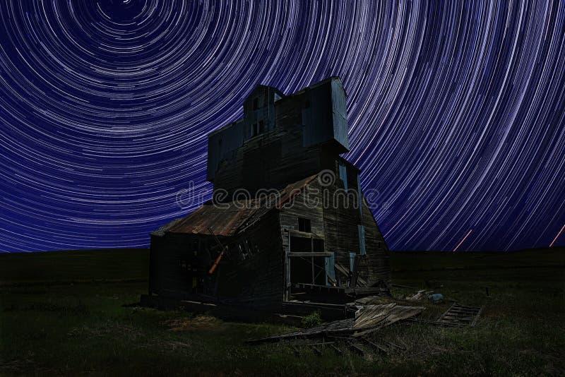 Nighttime следа звезды Lapsed выдержка в Palouse Вашингтоне стоковое фото rf