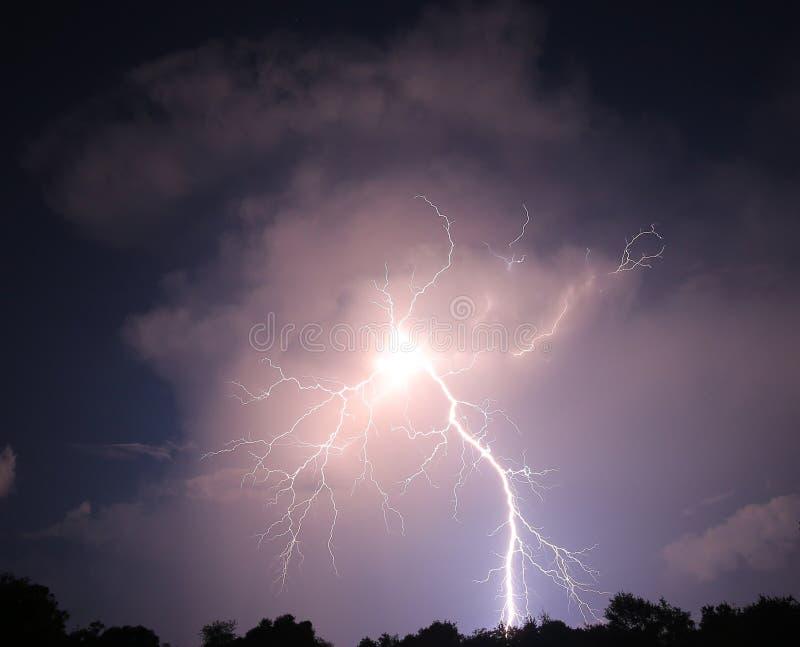 Nighttime błyskawicowy rygiel zdjęcia stock