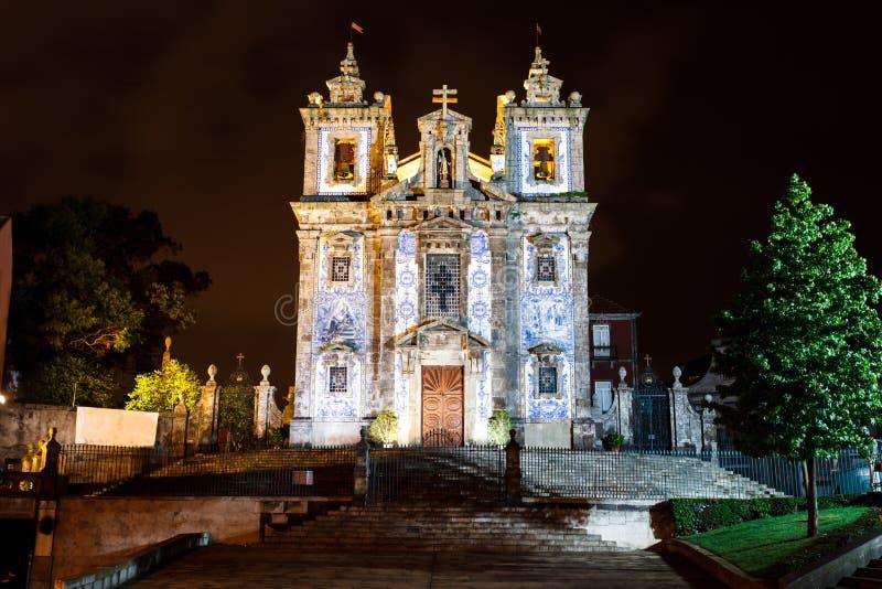 Nighttime, iluminująca fasada Porto Portugal romańszczyzny katolika taflująca katedra fotografia royalty free