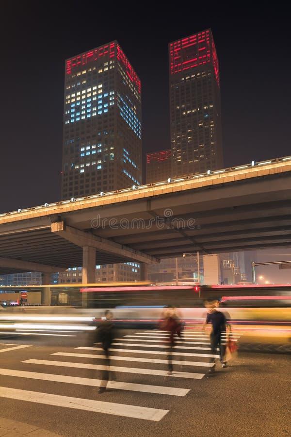 Nighttime miastowa dynamiczność przy Pekin śródmieściem, Chiny obraz stock