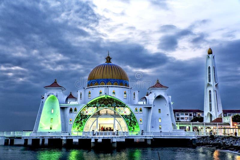 Nightview του μουσουλμανικού τεμένους Masjid selat Malacca Μαλαισία στοκ φωτογραφίες