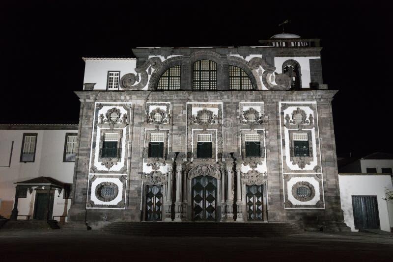 Nightview d'église de jésuite d'université dans le delgada de ponta image stock