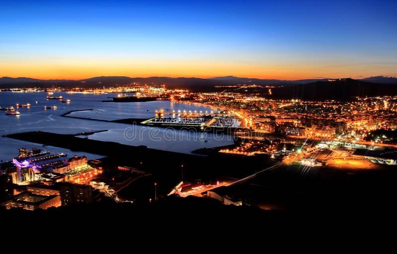 Nightview du Gibraltar et de Linea de la Concepcion photo libre de droits