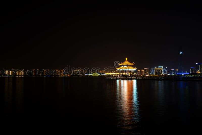 Nightview Jinjihu, на Сучжоу стоковые фотографии rf