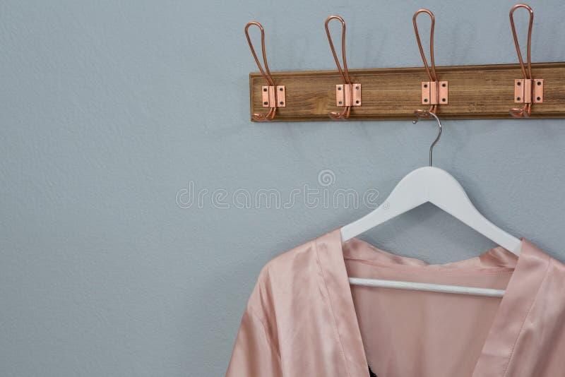 Nightwear que pendura no gancho imagens de stock royalty free