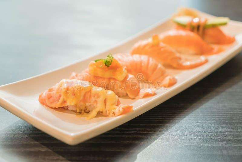 Nigiri di color salmone immagine stock