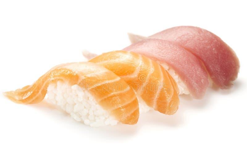 Nigiri do sushi com salmões e atum imagem de stock royalty free