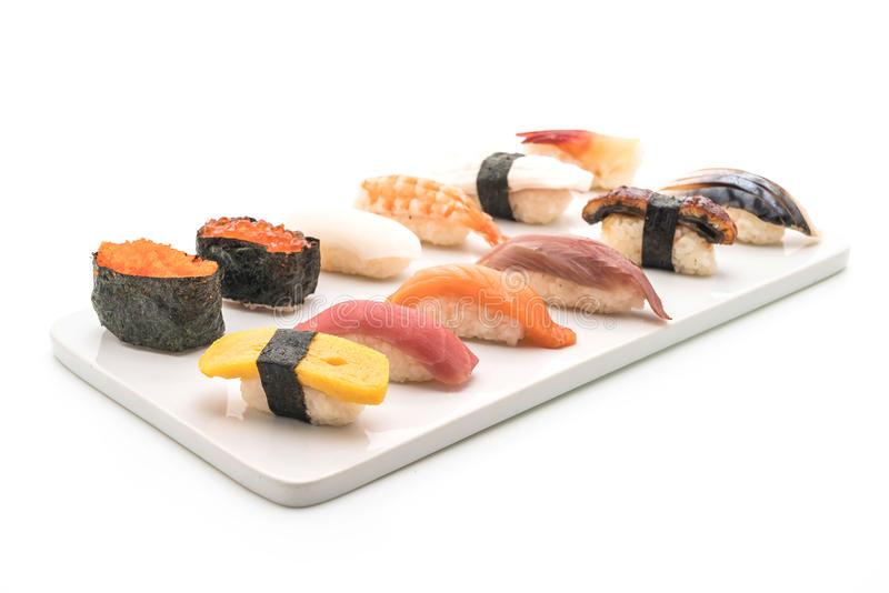 nigiri mezclado del sushi - estilo japonés de la comida imagenes de archivo