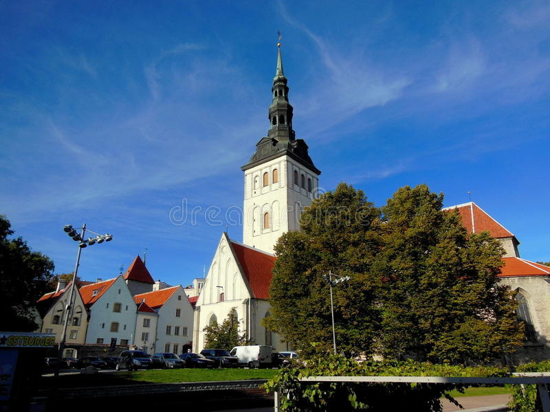 Niguliste kyrklig gammal stad Tallinn royaltyfri foto