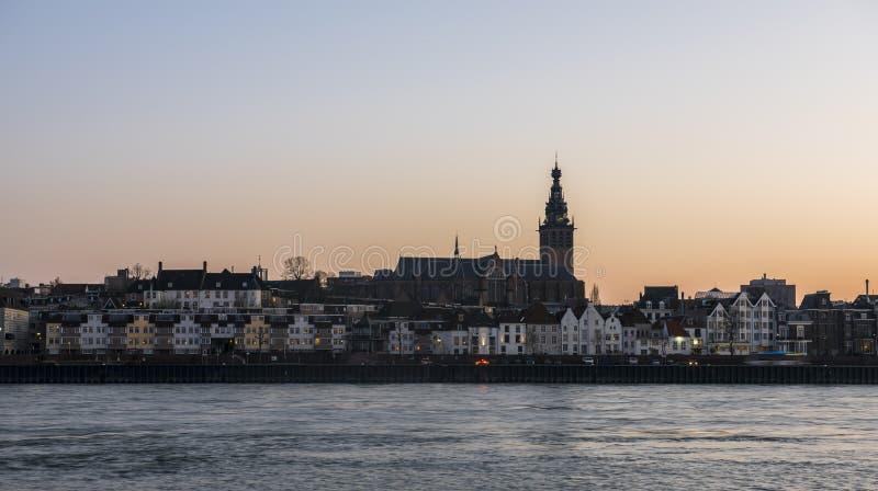 Nijmegen met Rivier Waal Stevenskerk royalty-vrije stock afbeelding