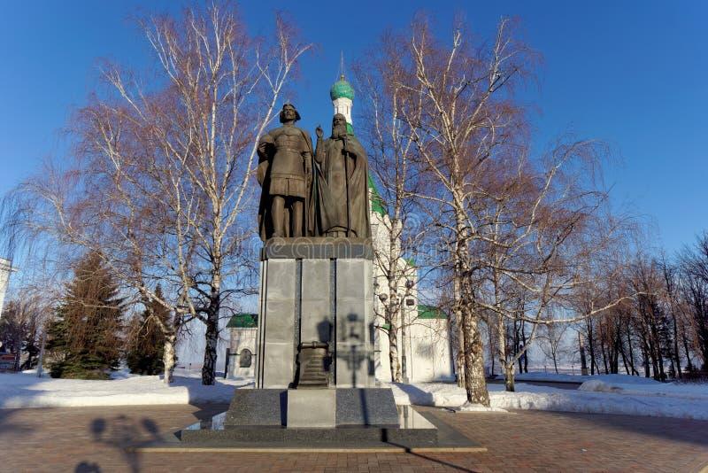Nijni-Novgorod, Russie - 5 février 2016 Monument à prince George Vsevolodovich et St Simon de Suzdal dans photos libres de droits