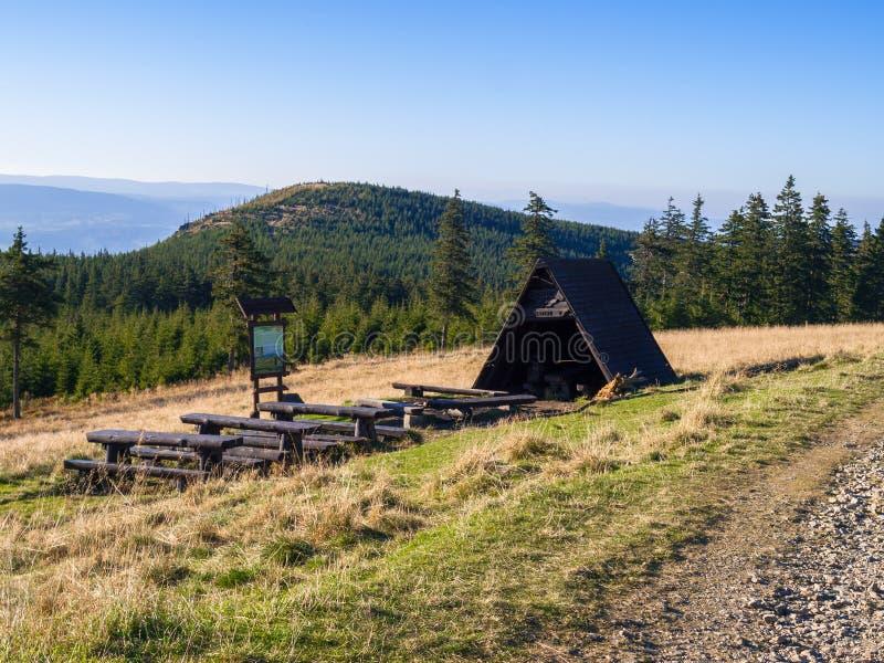 Nik del ¼ de ÅšnieÅ, el pico más alto del macizo del nik del ¼ de ÅšnieÅ fotos de archivo