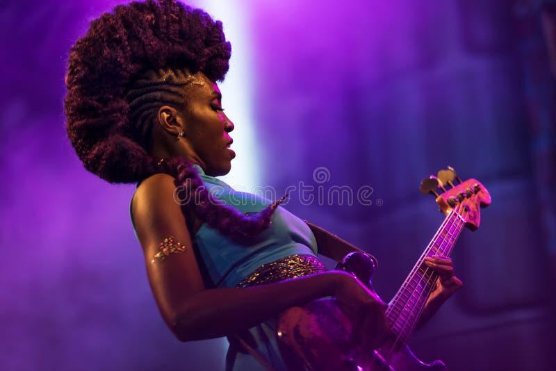 Nik West levend in Nisville Jazz Festival, 11 Augustus 2017 stock foto