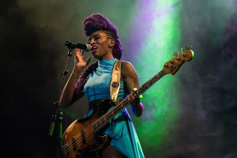 Nik West vivo em Nisville Jazz Festival, o 11 de agosto 2017 fotografia de stock