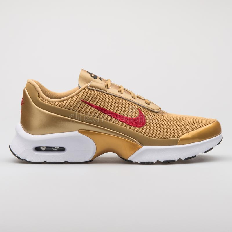 Nike Air Max Jewell QS guld- gymnastiksko royaltyfria foton