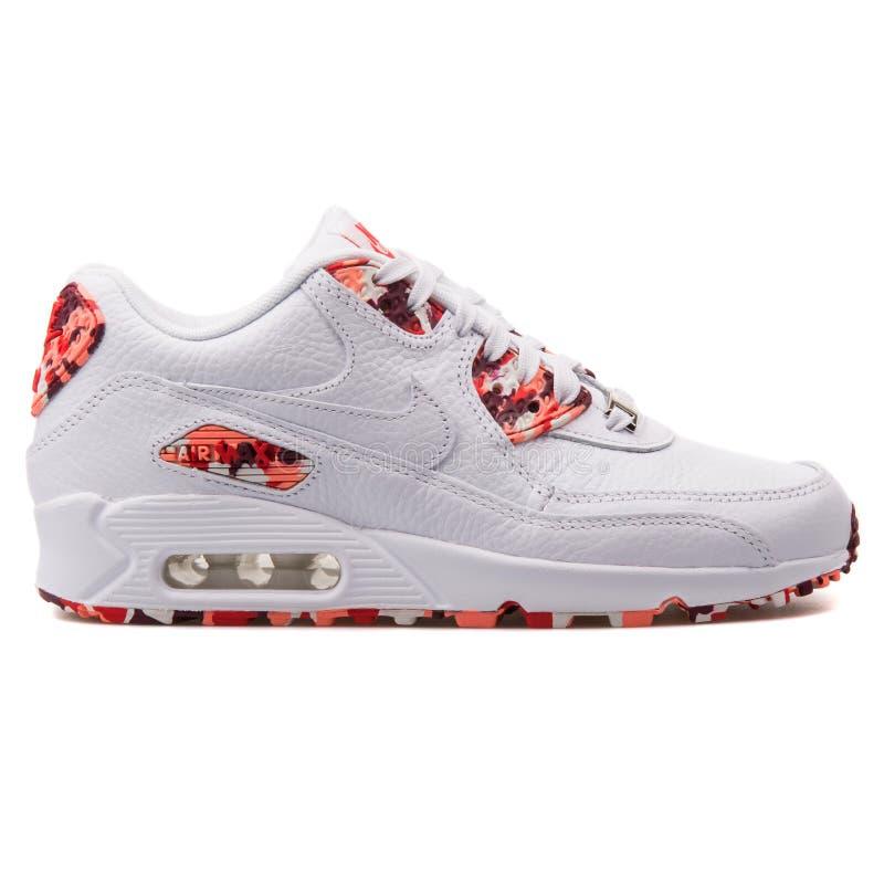 Nike Air Max sapatilha branca e vermelha de 90 QS fotografia de stock