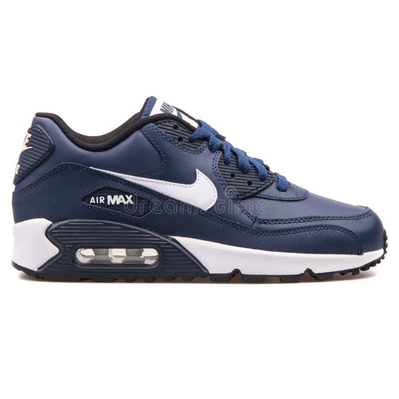 Nike Air Max 90 sapatilhas de couro do azul marinho e as brancas fotos de stock