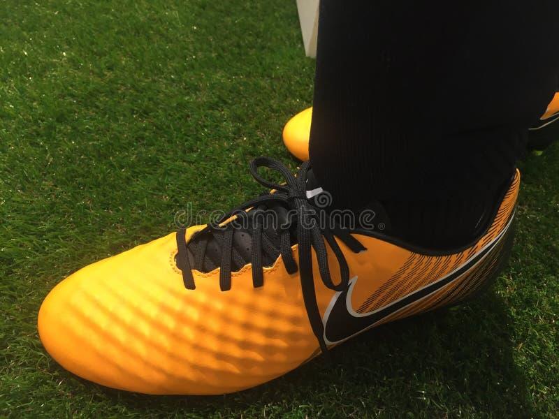 Nike-Fußballschuhe für Verkauf lizenzfreies stockbild