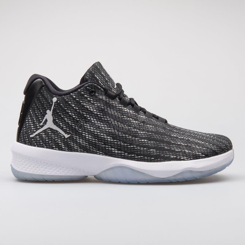 Nike Jordan B Sapatilha preto e branco da mosca foto de stock royalty free