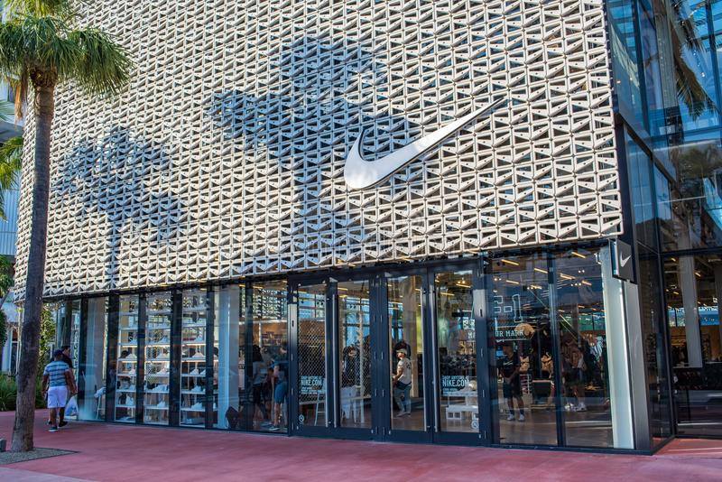 Nike-opslag in het Strand van Miami stock afbeeldingen