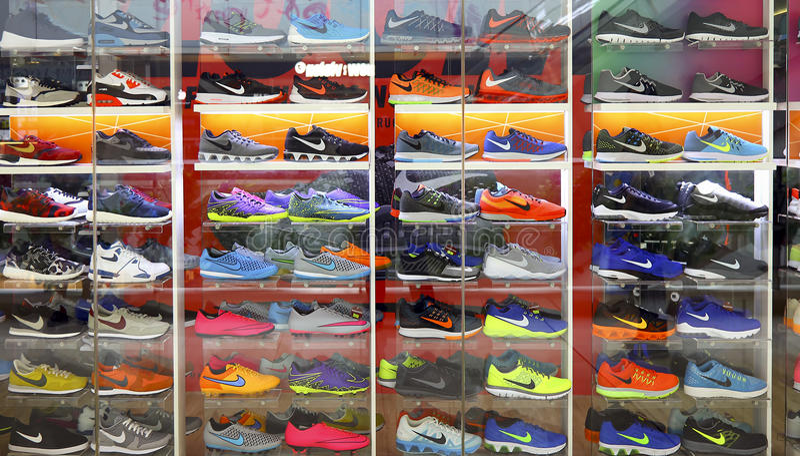 Nike ostenta sapatas imagem de stock royalty free