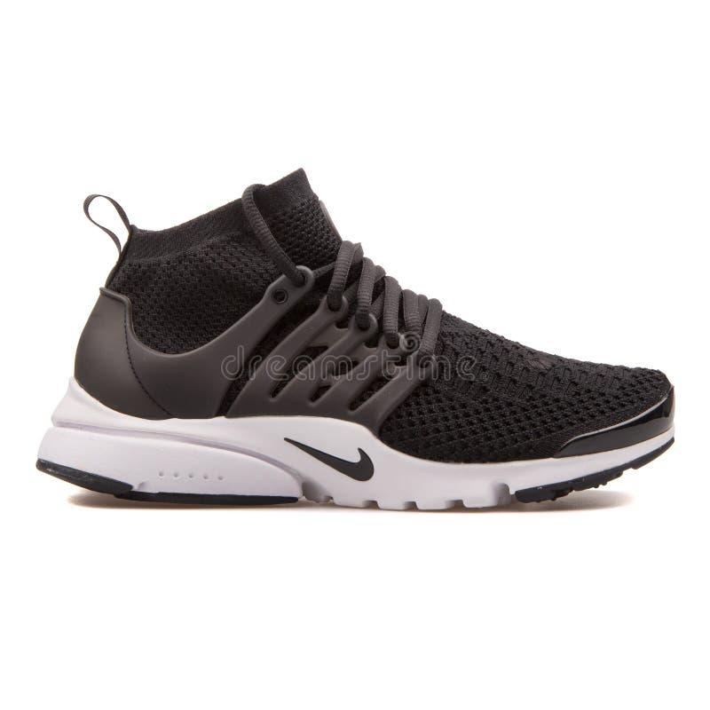 Nike powietrza Presto Flyknit Ultra czarny i biały tenisówka fotografia royalty free