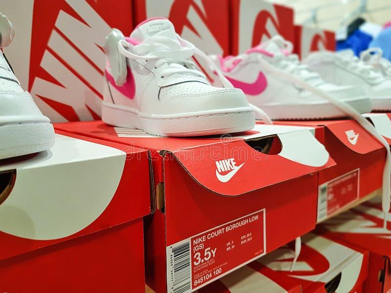 Nike-sportenschoenen stock foto's