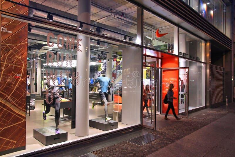 Nike Store arkivfoton