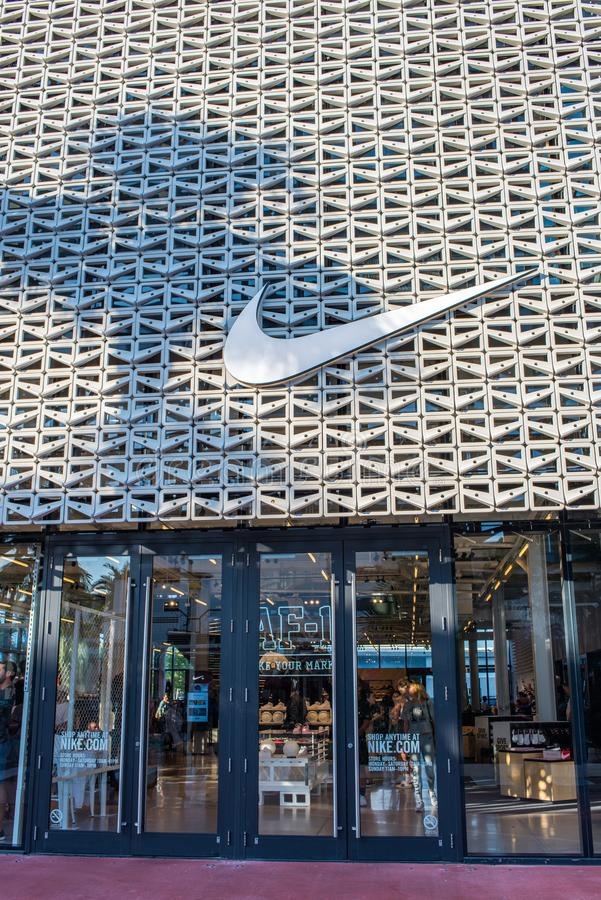 Circo Prendersi cura Investire  Nike store in Miami Beach editorial stock image. Image of landmark -  106700284