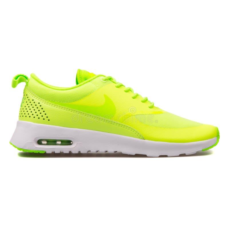 Nike Thea zieleni Lotniczy Max tenisówka obrazy royalty free