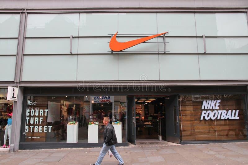 Nike trägt Mode zur Schau lizenzfreie stockfotos