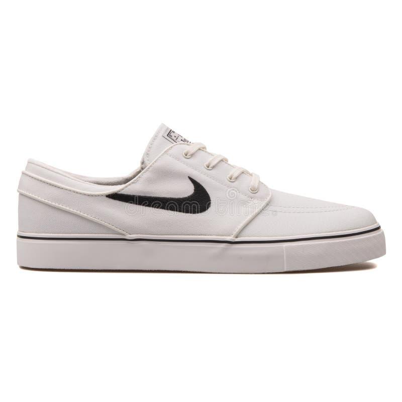 Nike Zoom Stefan Janoski sapatilha branca e preta de CNVS fotos de stock royalty free