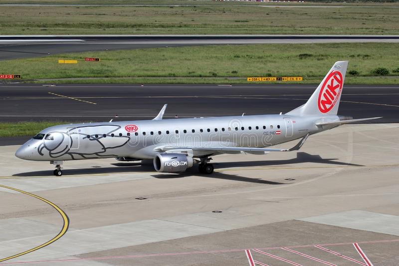 Niki Embraer ERJ-190 fotografie stock