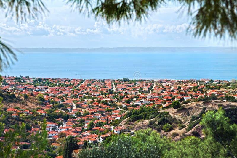 Nikiti stad, Halkidiki, Grekland, panoramabild fotografering för bildbyråer