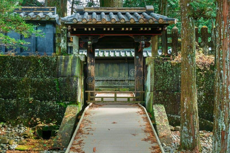 Nikko Japan - November 17 2015: Det sista vila stället av Toku arkivfoton