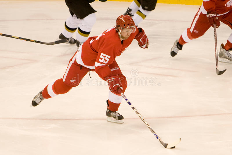Niklas Kronwall Controls The Puck στοκ εικόνα