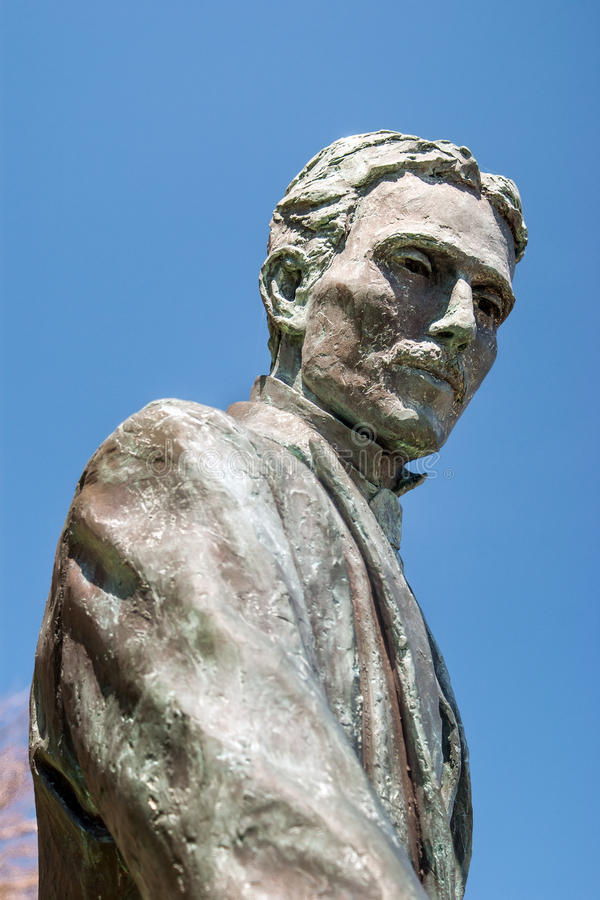 Nikola Tesla skulptur i Niagara Falls, Kanada royaltyfria bilder