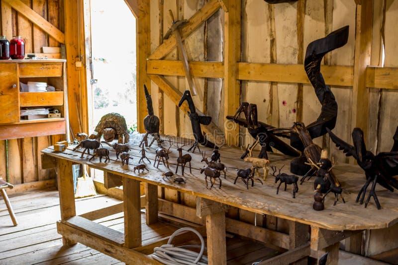 NIKOLO-LENIVETS, ΡΩΣΊΑ - SEP 2015: Ξύλινα προϊόντα και αναμνηστικά στοκ φωτογραφία με δικαίωμα ελεύθερης χρήσης