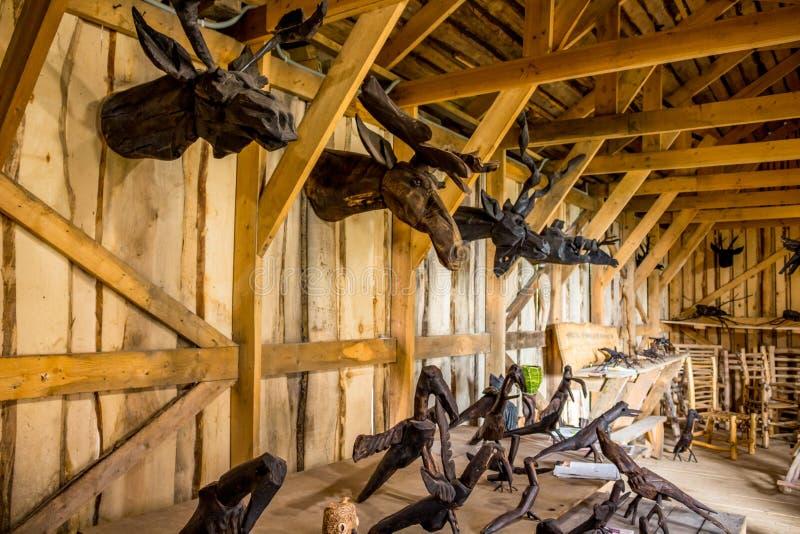 NIKOLO-LENIVETS, ΡΩΣΊΑ - SEP 2015: Ξύλινα προϊόντα και αναμνηστικά στοκ φωτογραφίες με δικαίωμα ελεύθερης χρήσης