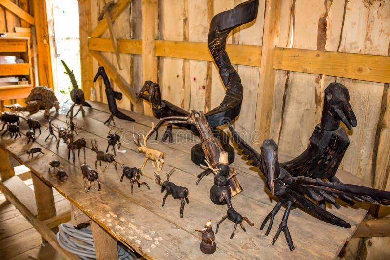 NIKOLO-LENIVETS, ΡΩΣΊΑ - SEP 2015: Ξύλινα προϊόντα και αναμνηστικά στοκ εικόνες με δικαίωμα ελεύθερης χρήσης