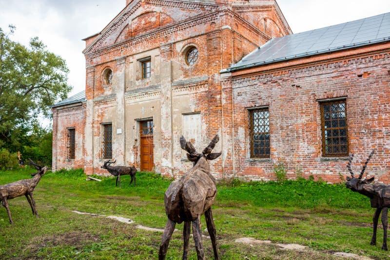 NIKOLO-LENIVETS, ΡΩΣΊΑ - SEP 2015: Ξύλινα προϊόντα και αναμνηστικά στοκ εικόνα