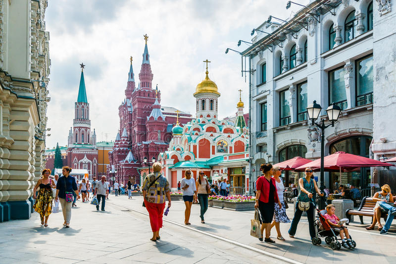 Nikolskaya gata av Moskva arkivbilder