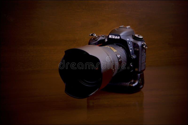 Nikon D750 med MB16 arkivfoton