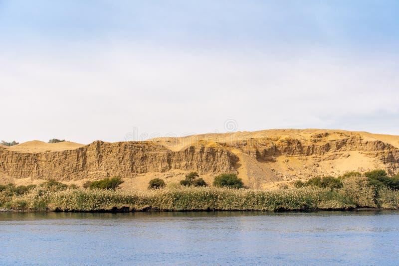 Nile River panorama som sett från en Nile Cruise Ship nära Luxor Egypten royaltyfria bilder