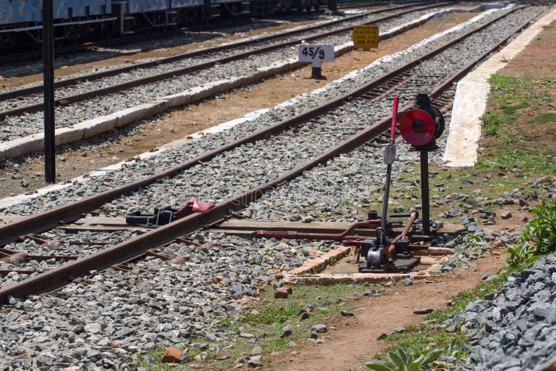 Nilgiri山铁路 泰米尔纳德邦状态,印度 蓝色培训 联合国科教文组织遗产 狭窄测量仪 铁路,出席者齿轮 库存照片